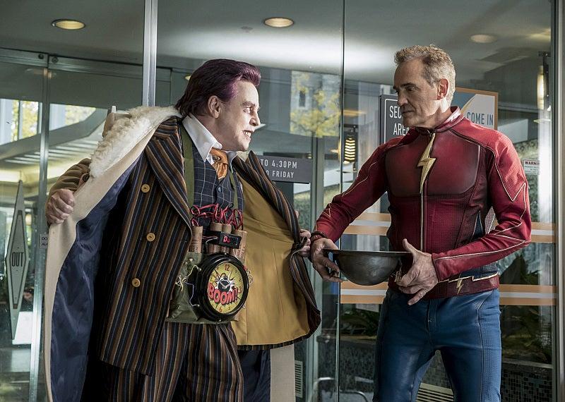 Crisis on Earth-X teaser unites Arrow, Flash, and Supergirl