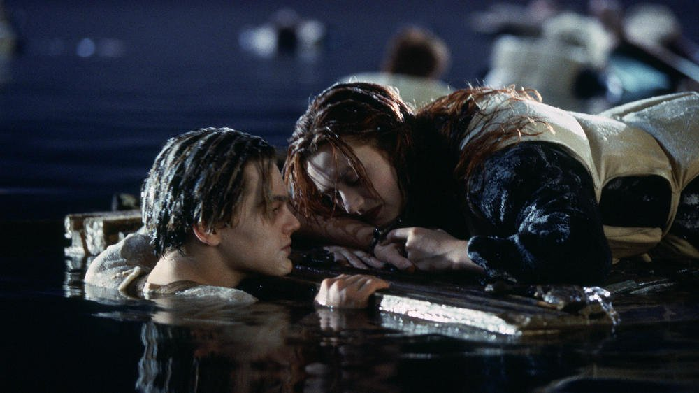 titanic-jack-and-rose-plank-scene