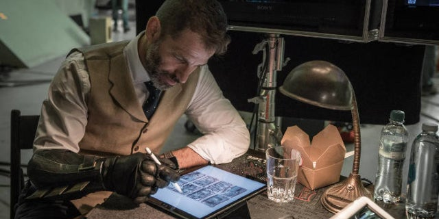 Zack Snyder Likes Justice League Director's Cut Petition