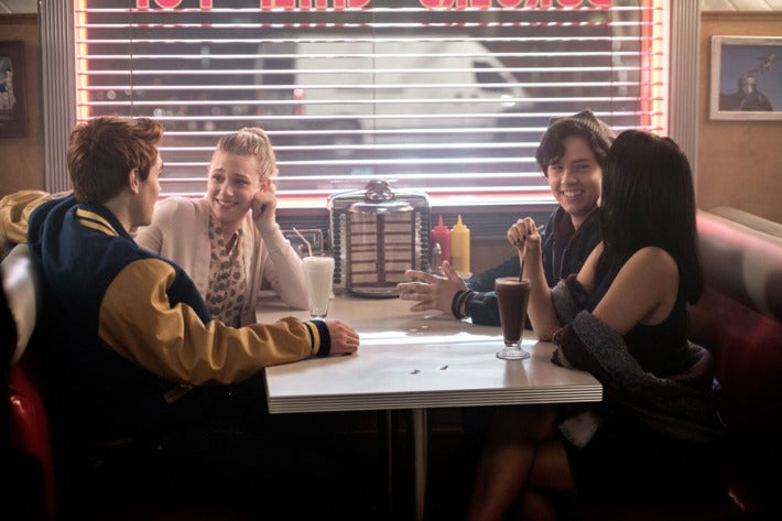 24-riverdale.w710.h473 &quot;title =&quot; 24-riverdale.w710.h473 &quot;height =&quot; 433 &quot;width =&quot; 650 &quot; data -item = &quot;1063932&quot; /&gt;    <figcaption> (Photo: The CW) </figcaption></figure> <p><em>  The most recent episode of Riverdale </em> gave fans a lot to see, including a major change in the &quot;four main&quot; characters of the show. [19659005] Spoilers for tonight&#39;s episode of <em> Riverdale </em> &quot;Chapter Twenty-One: House of the Devil&quot;, below. </strong></p> <p>  Tonight&#39;s episode of <em> Riverdale </em> saw To the two main couples in the series dealing with some pretty important developments, Archie Andrews (KJ Apa) ended up telling Veronica Lodge (Camila Mendes) that she loved her, something she did not know exactly how to take &#8230; Veronica began to realize that he was emotionally unable to tell Archie that she loved him, something that seemed to create a gap between the couple. </p> <p>  Meanwhile, Betty Cooper (Lili Reinhart) and Jughead Jones (Cole Sprouse) had to deal with a predi to please all their own. With FP Jones (Skeet Ulrich) being released from jail, Betty was under the assumption that Jughead would stay with the Southside Serpents, and began to express interest in joining the Serpents to watch over him. </p> <p>  During the Snake FP retreat party (which ended up basically being debatable, because FP decided to stay with the gang), both Betty and Jughead were dealing with great revelations. Jughead realized that his father was staying with the Serpents to protect him from Penny Peabody (Leslie Morgan), and Jughead decided he did not want Betty to be dragged into the world of Snakes for that. </p> <p>  Betty seemed to have a different plan, however, with her performing a striptease in front of the Serpents as a form of initiation. The couple talked about that, and Jughead told Betty to go home. When Betty returned home, she saw Archie from her window, and the two exchanged a look. </p> <p>  So, 
