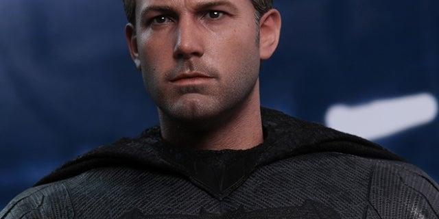 hot-toys-justice-league-batman-figure