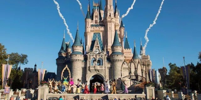 walt disney worlds magic kingdom makes surprising close on christmas day