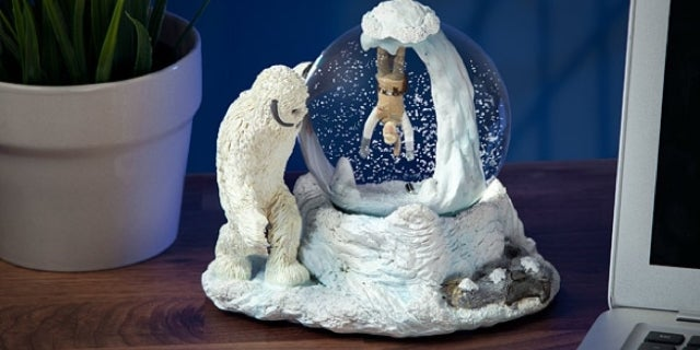 wampa-cave-snow-globe-top