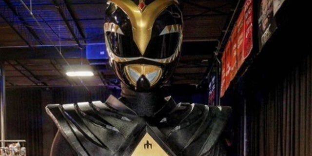 Black-Dragon-Ranger-Cosplay