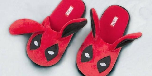lootcrate-deadpool-slippers