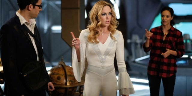 legends of tomorrow 03x11 1