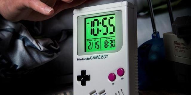 game-boy-alarm-clock-top