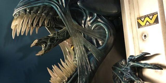 alien-queen-wall-sculpture-top