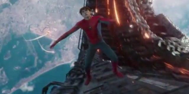 avengers-infinity-war-spider-man-falls