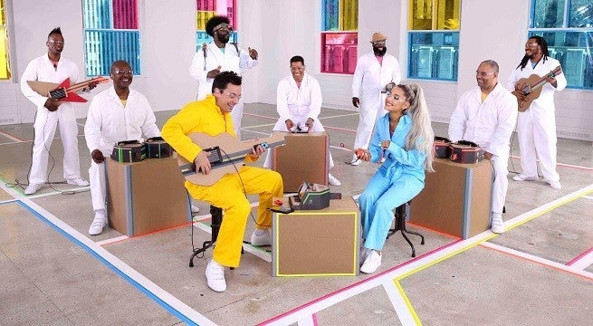 Ariana Grande and Jimmy Fallon perform with Nintendo accessories