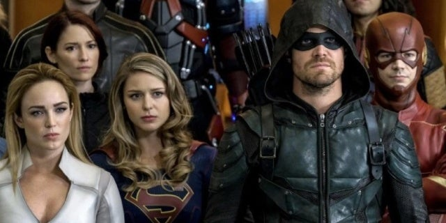 arrowverse crisis on earth x netflix