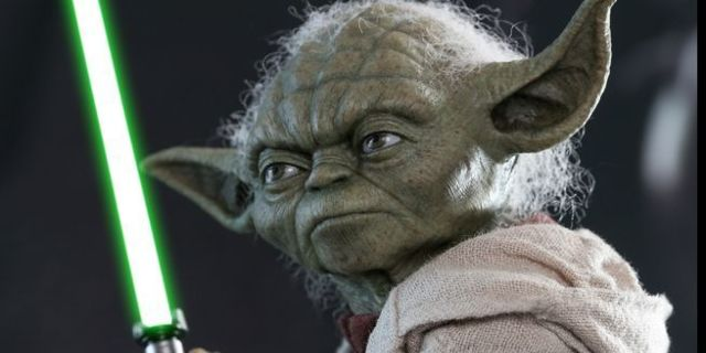 hot-toys-attack-of-the-clones-yoda-top