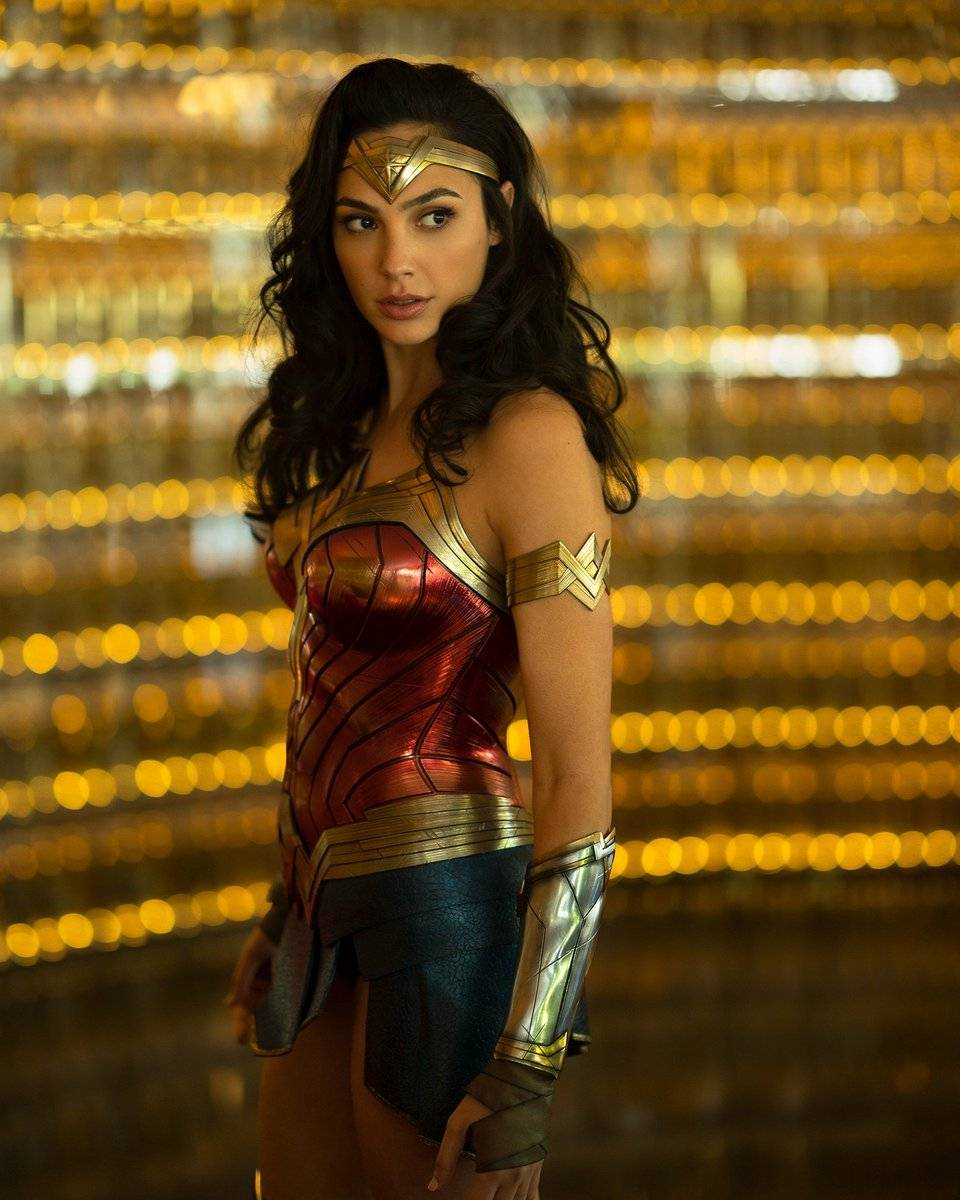Gal Gadot reveals first clear look at Wonder Woman in '1984' sequel
