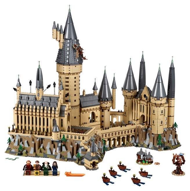lego 39 s hogwarts castle is its biggest harry potter set ever. Black Bedroom Furniture Sets. Home Design Ideas