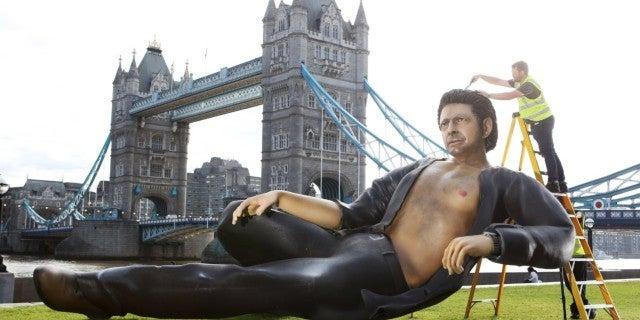 25-Foot Open-Shirt Jeff Goldblum Statue Appears in London for 'Jurassic Park' Anniversary