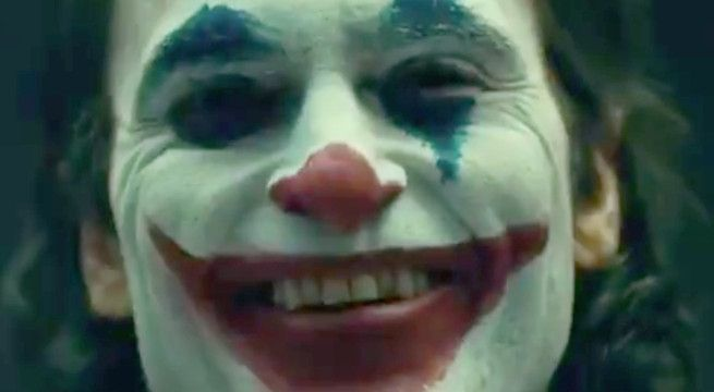 Joaquin Phoenix's Joker Fully Revealed in Makeup & Costume