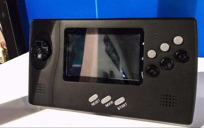 Retro-Bit está rehaciendo el sistema nómada de Sega con un toque moderno - Comicbook.com