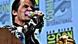 comic-con-josh-brolin-eats-a-rose