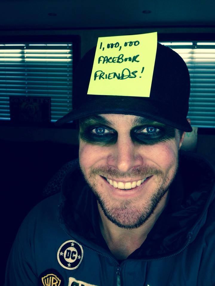 Arrows Stephen Amell Responds To The Loss Of Robin Williams By Avoiding Social Media