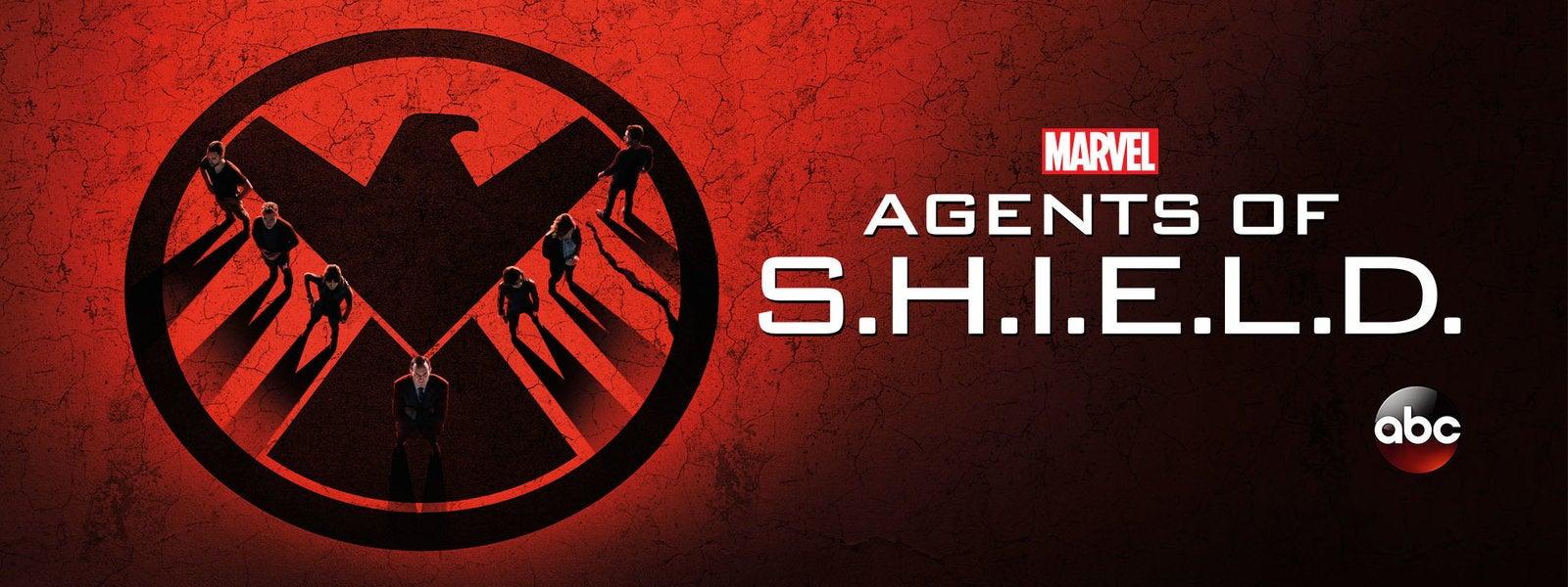 Agents Of SHIELDs Clark Gregg Pranks Chloe Bennet