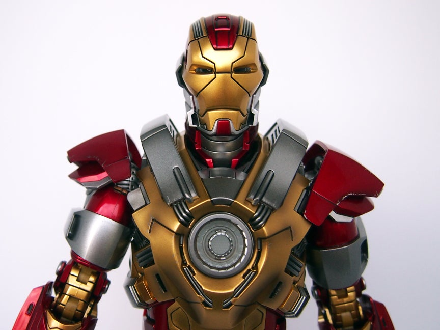 REVIEW: Sideshow Collectibles/Hot Toys Iron Man 3 Mark 17: Heartbreaker  Figure