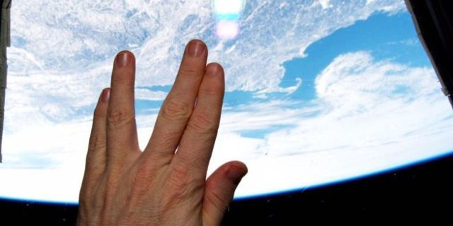 vulcan-salute-space