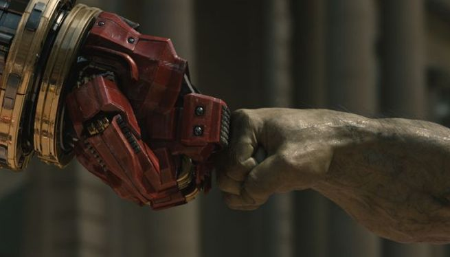 Big Iron Man vs Hulk Hulk-iron-man-fist-bump