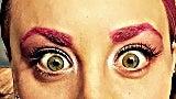 kaley-cuoco-pink-eyebrows