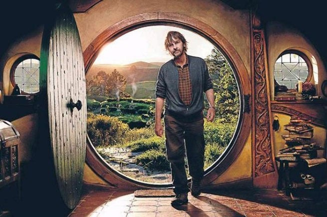Peter jackson 39 s basement contains a replica of bilbo 39 s for Porta hobbit