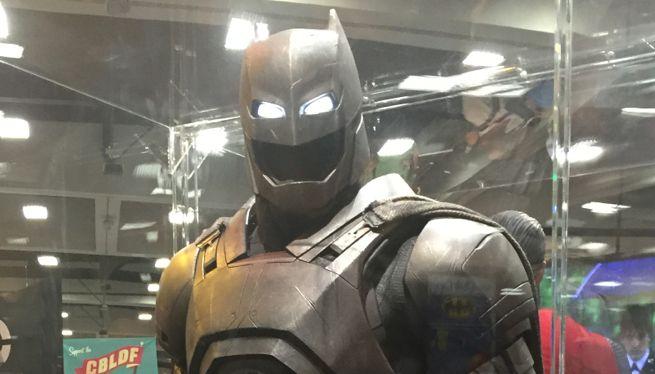New Look At Batman's Armor And Bat-Arsenal In Batman V. Superman