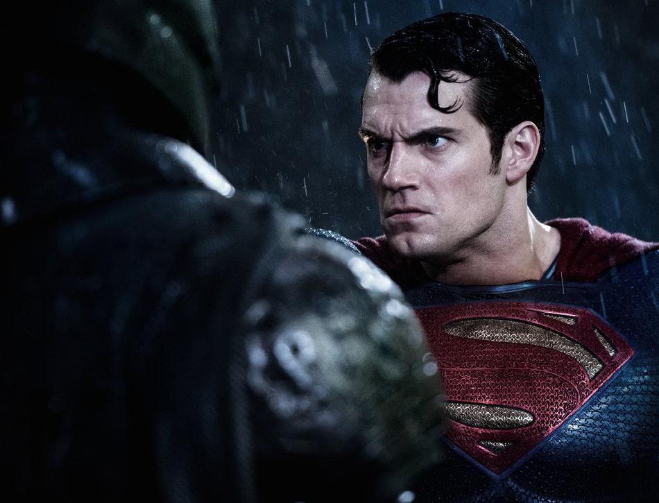 [CINEMA] [Tópico Oficial]Batman v. Superman - Barbara Gordon confirmada! - Página 16 Ben-affleck-batman-henry-cavill-superman-empire-146099
