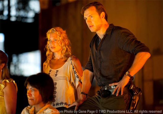 who does andrea hook up with in the walking dead