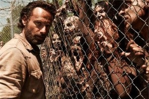 the-walking-dead-season-4-rick-fence-walkers