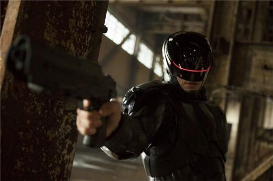 RoboCop Viral Clip: The OmniFoundation Betters The Lives of Everyday Citizens