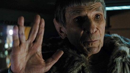 star-trek-2009-abrams-old-spock-leonard-nimoy-vulcan-sign