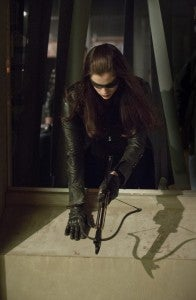 Arrow-Birds-of-Prey-huntress-3
