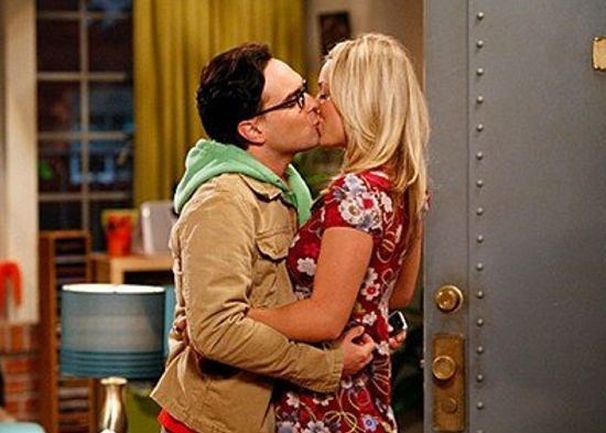 Do penny and leonard ever hook up