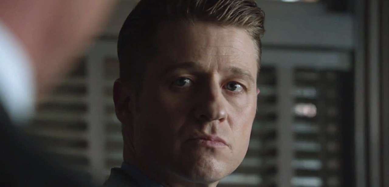 Ben Mckenzie Says Gotham Is Trying To Work In More Smiles From Gordon