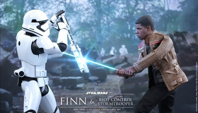 Hot Toys - SWTFA - Finn & First Order Riot Control Stormtrooper Collectible Set PR1