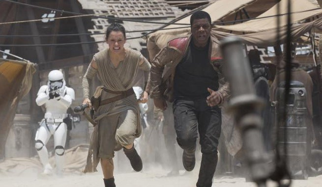 rey-finn-running-star-wars-tfa