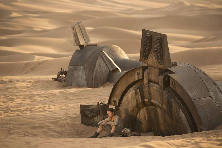star-wars-the-force-awakens-new-rey-AT-AT