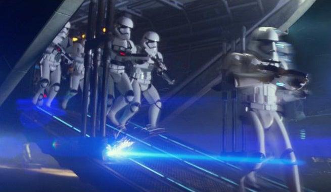 stormtroopers-disembark-star-wars-tfa