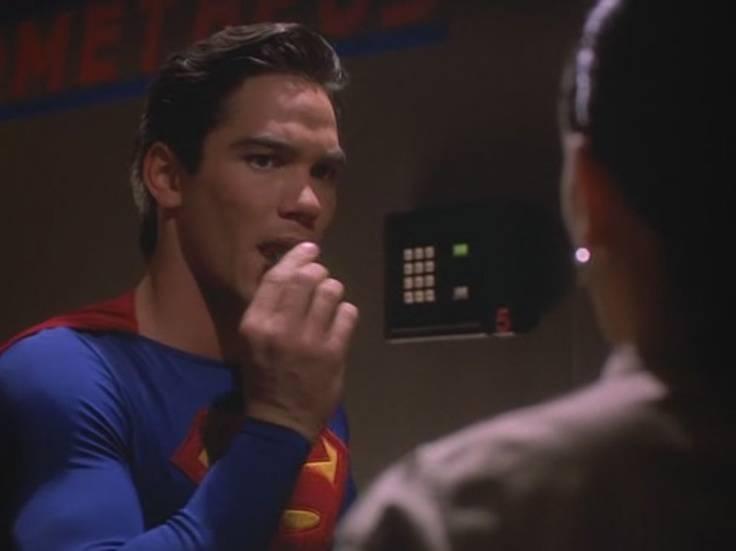 superman-eats-the-bomb