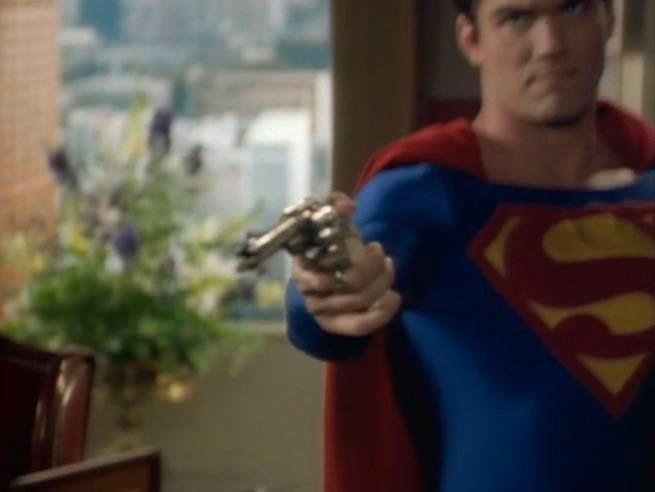lois-and-clark-dean-cain-superman-with-a-gun