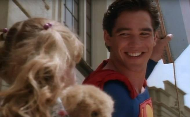 lois-and-clark-superman-smiling