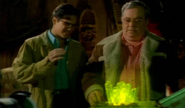 lois-and-clark-the-new-adventures-of-superman-strange-visitor-from-another-planet-the-green-green-glow-of-home12