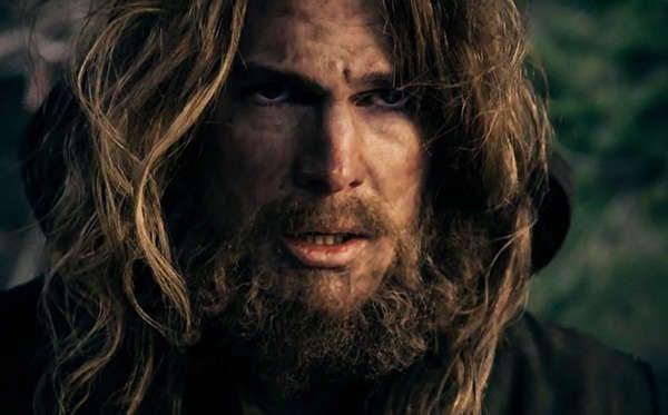 arrow-season-1-1-pilot-first-episode-oliver-queen-beard-mustache-island-stephen-amell-review-episode-guide-list