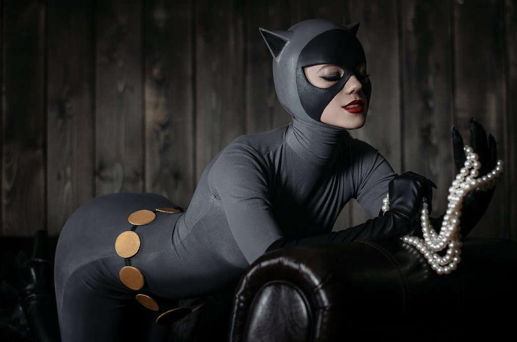 Catwoman-Kamiko-Zero-Cosplay-Batman-The-Animated-Series-1