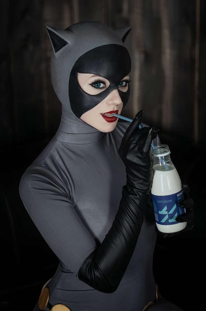 Catwoman-Kamiko-Zero-Cosplay-Batman-The-Animated-Series-2