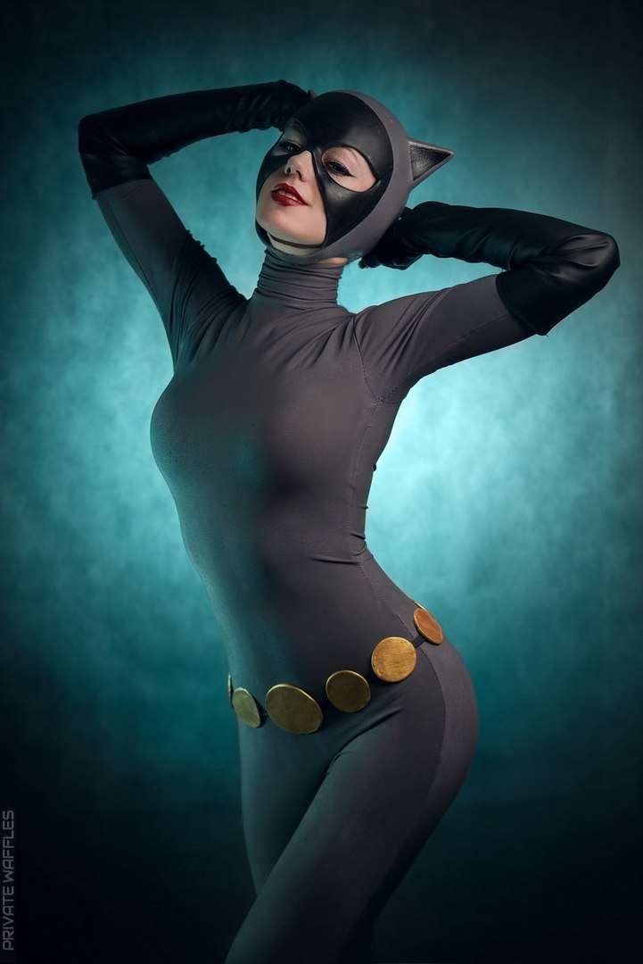 Catwoman-Kamiko-Zero-Cosplay-Batman-The-Animated-Series-4